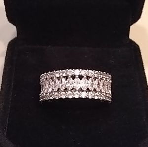 🆕 Gorgeous white sapphire wide band ring 💍